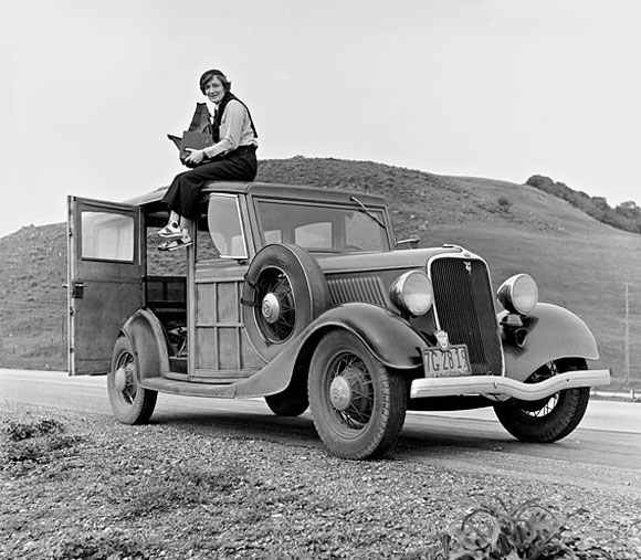 Dorothea Lange (1936), photo Rondal Partridge,  Library of Congress.